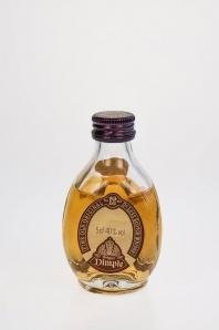 """55. Dimple """"12"""" de Luxe Scotch Whisky"""